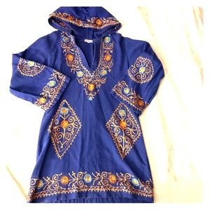Embroidered tunic with hood